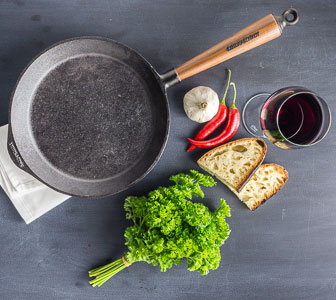 How to choose an Iron Pan: Pros and Cons, Buying and Cleaning Tips 1