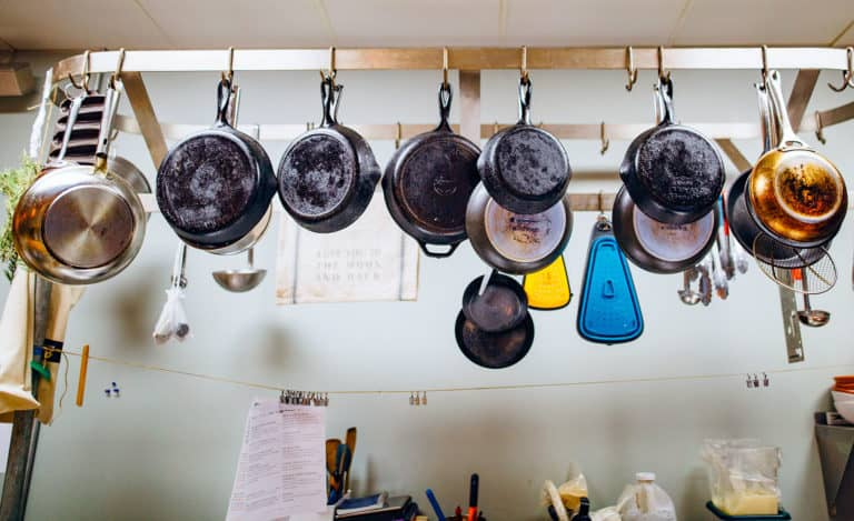 How to choose an Iron Pan: Pros and Cons, Buying and Cleaning Tips